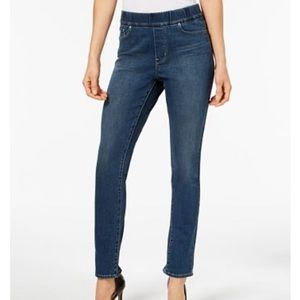 Levi's Perfectly Slimming Pull-on jegging.  Size 4